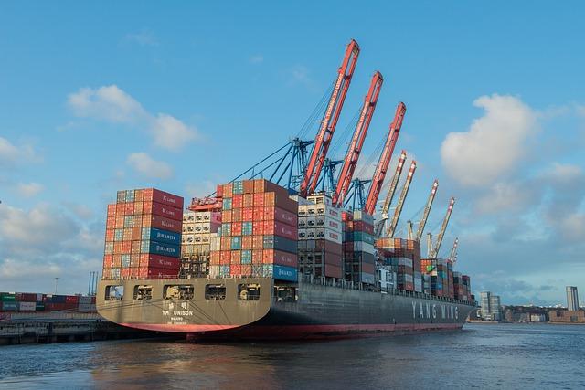 container-ship-596083_640